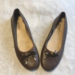 Harborsides size 9 coffee brown foam flats.